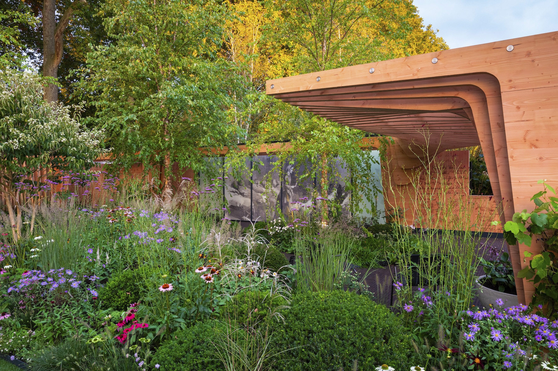 The Florence Nightingale Garden – A Celebration of Modern Nursing by Robert Myers – RHS Chelsea 2021